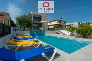 Les meilleures vacances d'été dans une villa spacieuse avec toutes les commodités, indépendante, entourée d'un patio avec une grande piscine et très proche des meilleures plages de la Costa Brava.