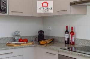 La cocina dispone de todo lo necesario para disfrutar de una estancia tan larga como se desee.