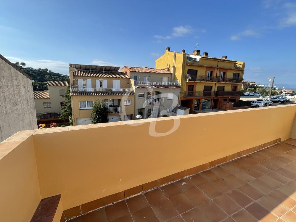 1075 ATICO DUPLEX CON AMPLIA TERRAZA Y ESPECTACULARES VISTAS AL MAR Y AL CASTILLO DE BEGUR Apartamento Centre Begur