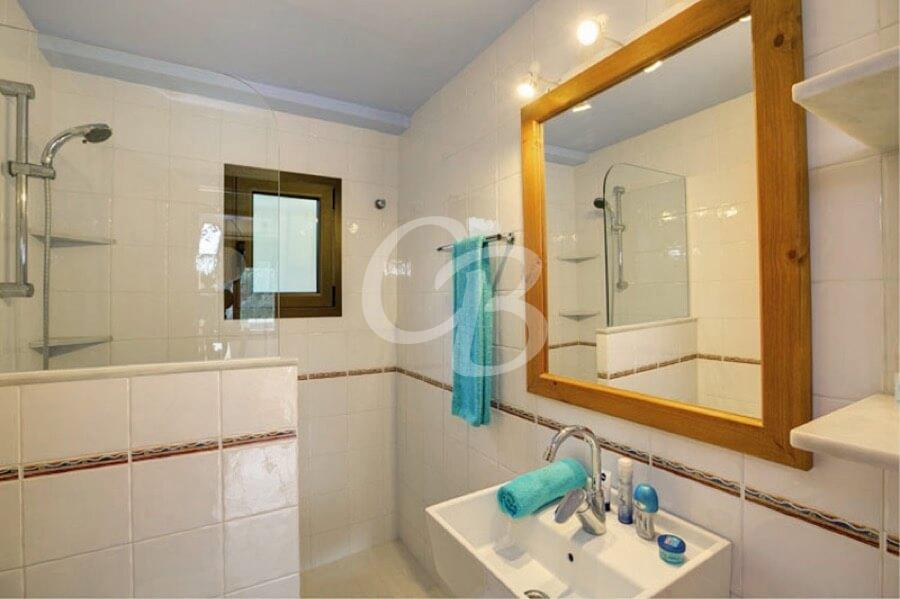 405 Maison à louer à Sa Riera. Capacité 6 personnes. Piscine privée.