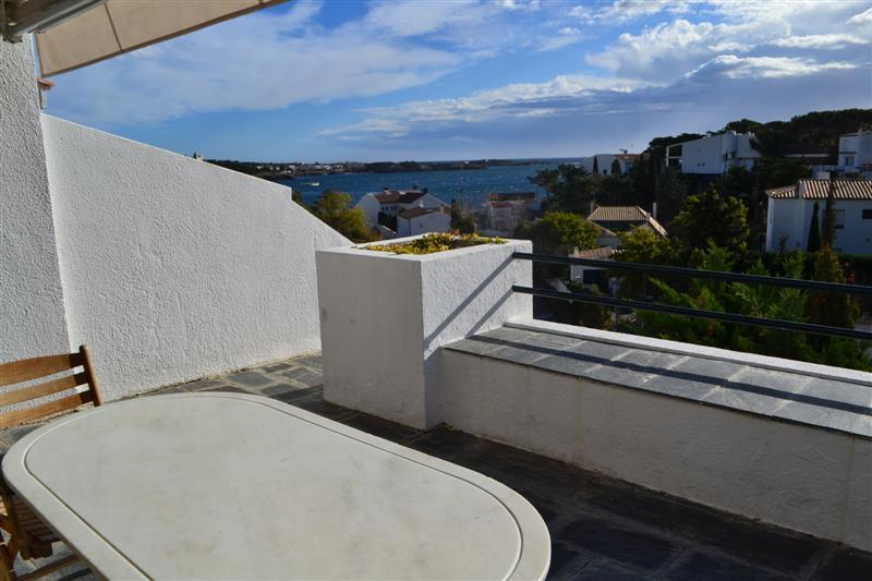 Casa con vistas al mar, jardín, piscina y tenis comunitarios en Rec de Palau