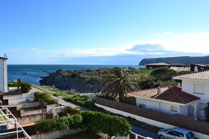 Apartamento con una habitación, terraza y vistas al mar en Es Caials