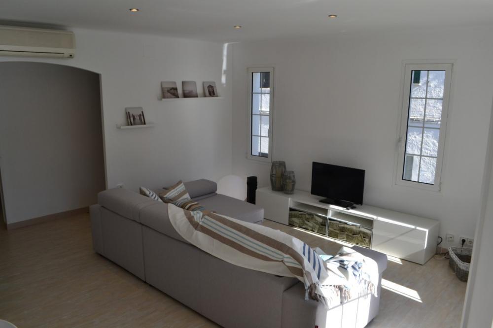 Apartamento reformado con dos habitaciones situado en la Calle Eduard Marquina