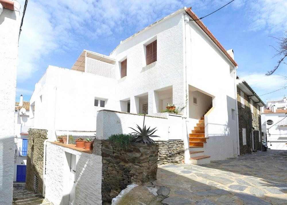101.132 D'Es Puig Apartamento con dos habitaciones situado en una zona tranquila a 100 metros de la playa del Es Poal i a 5 minuts del centre del poble. Apartament Es Poal Cadaqués