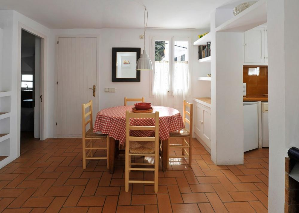 101.132 D'Es Puig Apartamento con dos habitaciones situado en una zona tranquila a 100 metros de la playa del Es Poal i a 5 minuts del centre del poble. Appartement Es Poal Cadaqués