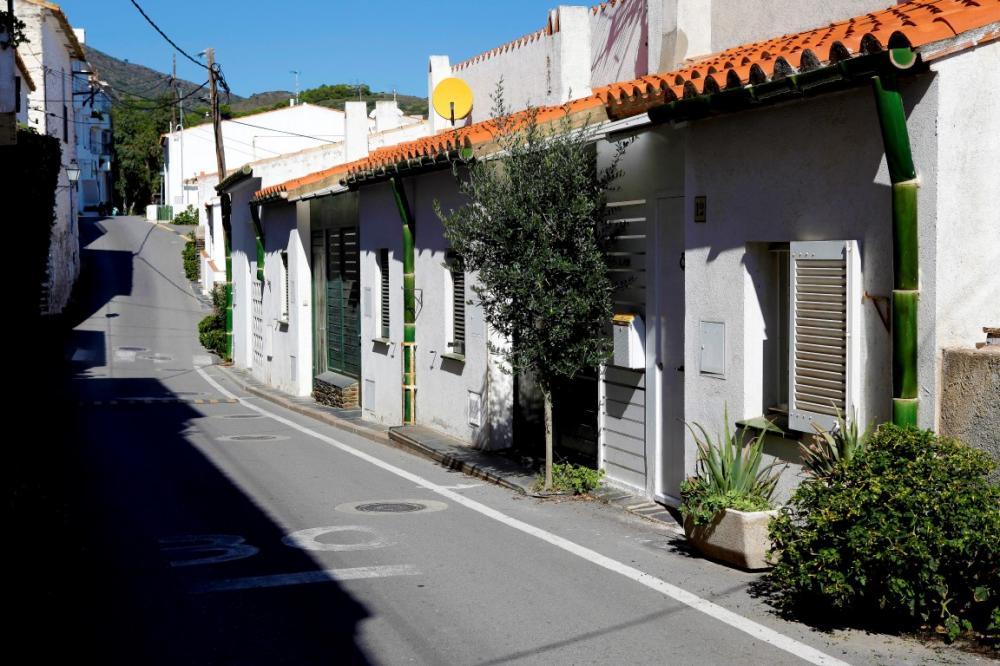 Casa de tres plantas con garaje cerca del mar