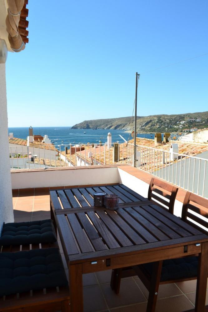 Apartamento de un dormitorio con terraza y vistas al mar