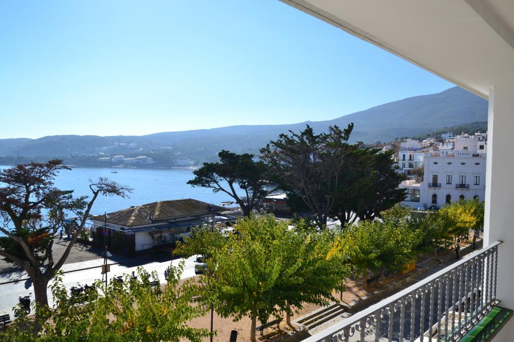 Apartamento con dos dormitorios con impresionantes vistas a la bahía de Cadaqués.
