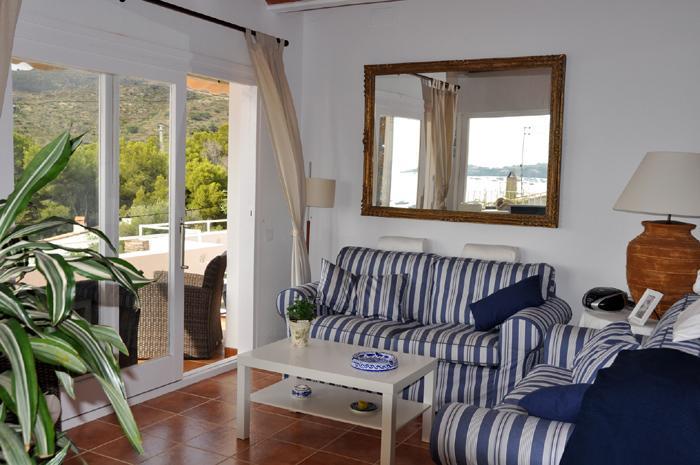 Apartamento reformado con tres dormitorios y gran terraza con vistas al mar