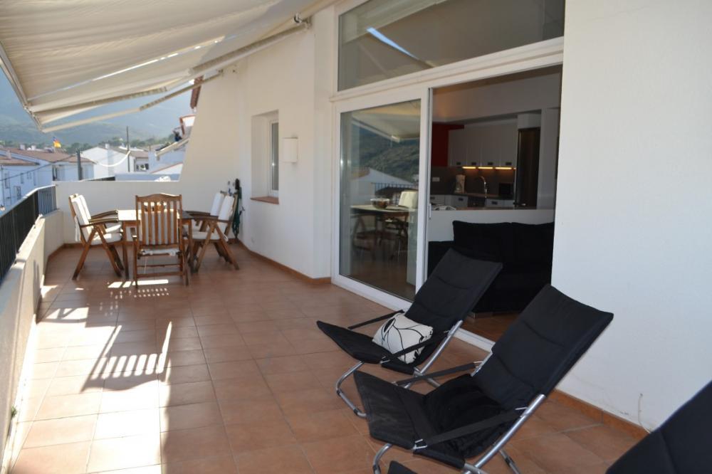 Dúplex con tres dormitorios con terraza y plaza de parking