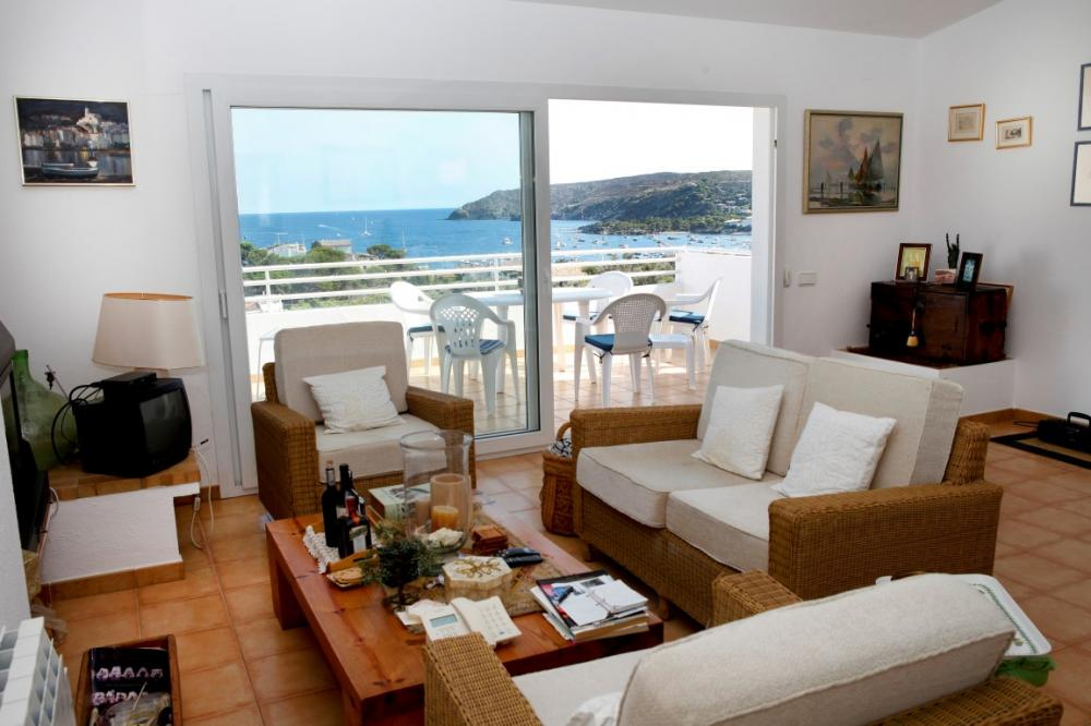 Ático con gran terraza vista al mar y plaza de parking.