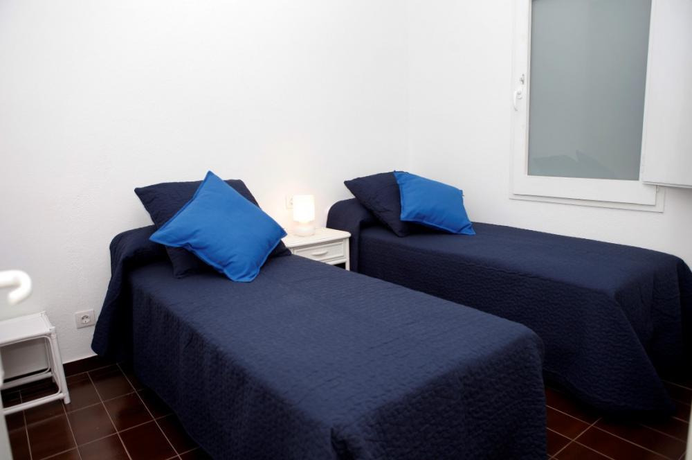 Apartamento con dos habitaciones situado en la playa de Port Alguer