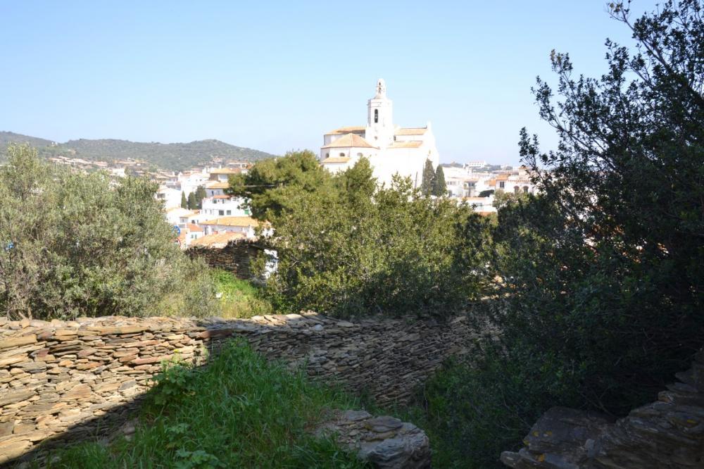 ES COLOMER Solar en el centro del pueblo con vistas al mar y la iglesia Terrain Es Colomer Cadaqués