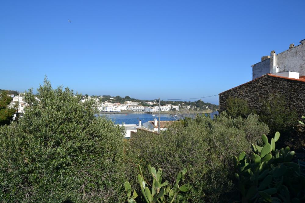 ES COLOMER Solar en el centro del pueblo con vistas al mar y la iglesia Terreno Es Colomer Cadaqués