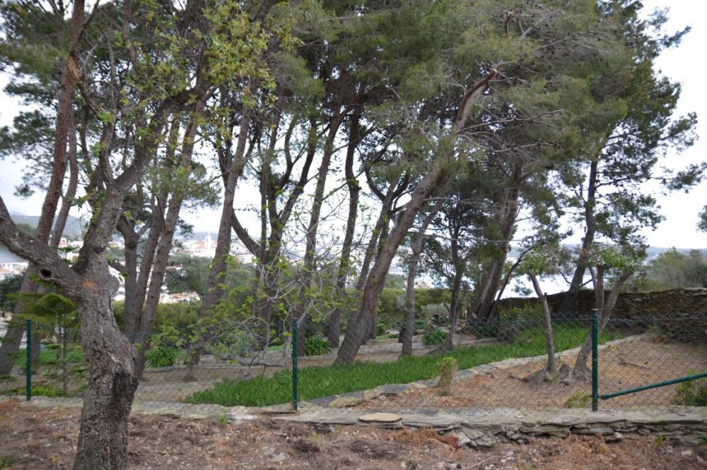 PUJADA DE SANT SEBASTIÀ Parcela situada en la zona tranquila Rec de Palau - Llane, con vista al mar. Terreno Rec De Palau - Llane Cadaqués