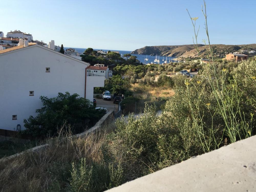 HERETAT 33 Terreno en centro del pueblo con vistas al mar Terrain Heretat Cadaqués