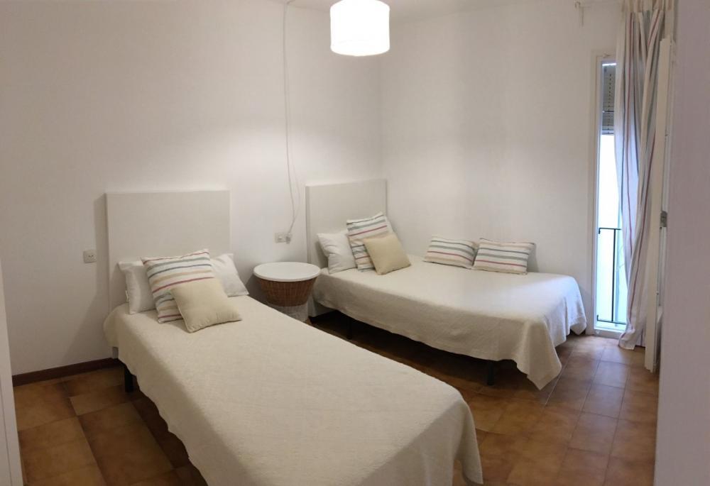 101.52 CARITAT SERINYANA Apartament situat a l'Avinguda Caritat Serinyana, a un minut de la platja central Apartament CENTRE