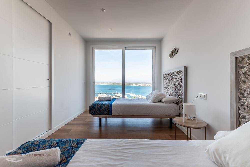 Casa en venta con piscina y vistas al mar a Roses