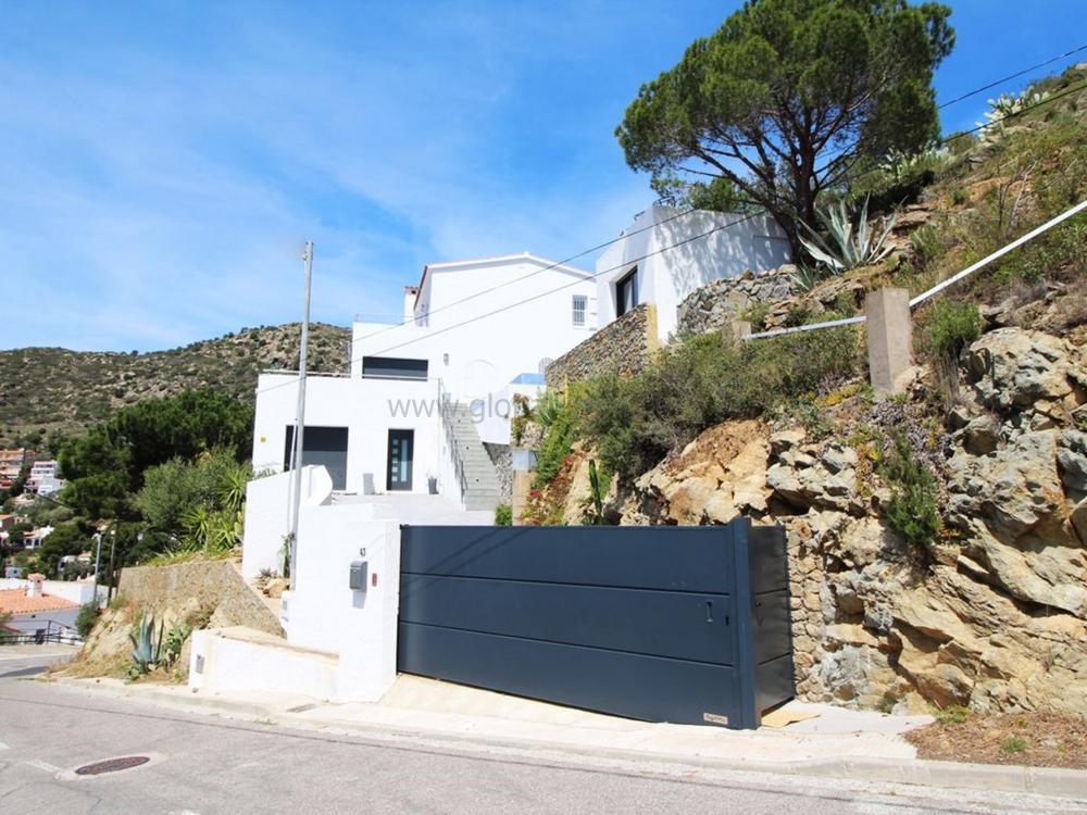 8007 VILLA VELASQUEZ  Detached house CANYELLES PETITES ROSES