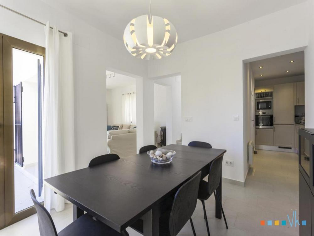 Villa ALOSA in Benissa with bright and modern dining room