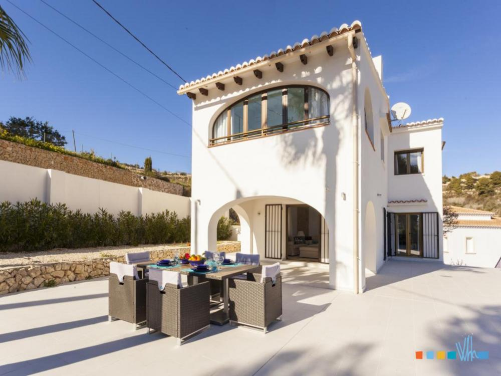 Villa ALOSA in Benissa with big terrace and outside dining area