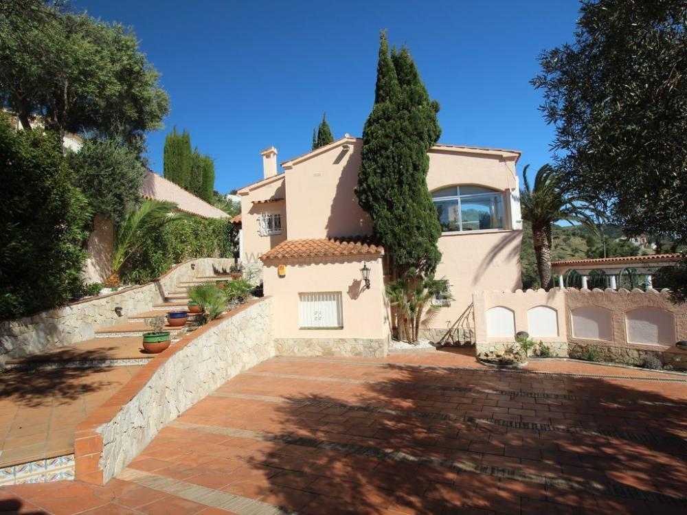 9002 VILLA NAVARRA Detached house MAS FUMATS ROSES
