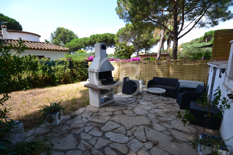 164 PRECIOSA CASA APAREADA CON AMPLIO JARDÍN EN RESIDENCIAL BEGUR Semi-detached house Residencial Begur Begur