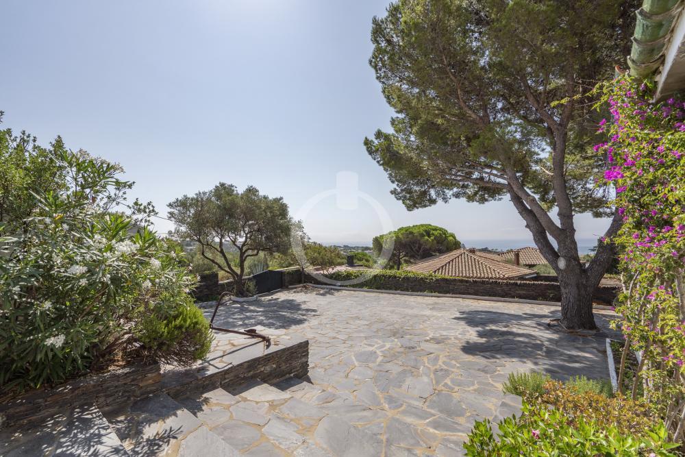 EP-19033 Casa amb vistes al mar i gran jardí Casa aislada / Villa  Cadaqués