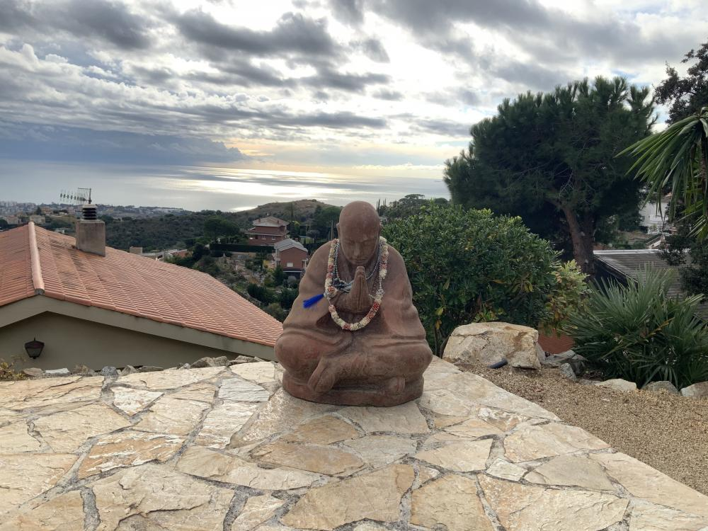 buddha sculpture Chill-out with sofas and pergola in the town of Alella Mas Coll urbanization with views of the Mediterranean sea in the village and El Masnou Marina. Private house with 4 bedrooms and 2 bathrooms, both with bath and shower. Living room, dining room, equipped kitchen, barbecue. With private pool, gardens and garage. Tourist rental near Barcelona Holiday home on the Maresme coast near the Costa Brava The pre-coastal mountain range and Coast mountain range, excursions, trekking, cycling, vineyards and wine routes. Going out with kids, family and friends. Getaway to the coast Getaway to the mountains