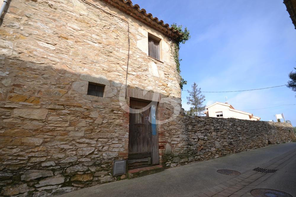 A2121 TERRENO CON CASA DE PUEBLO SITUADA EN EL CENTRO DE BEGUR Casa de pueblo Centre Begur