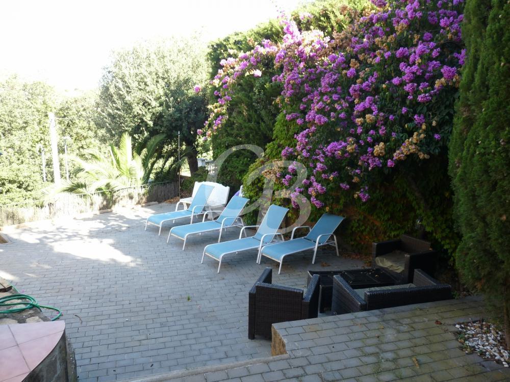 2135 CASA INDIVIDUAL AMB VISTES PARCIALS AL MAR SITUADA A LA BORNA Casa aislada / Villa La Borna Begur