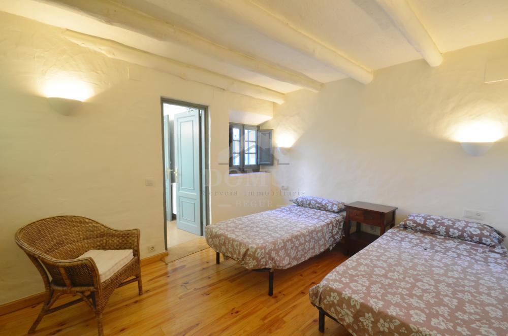 5162 CASTELL Village house Centre Begur