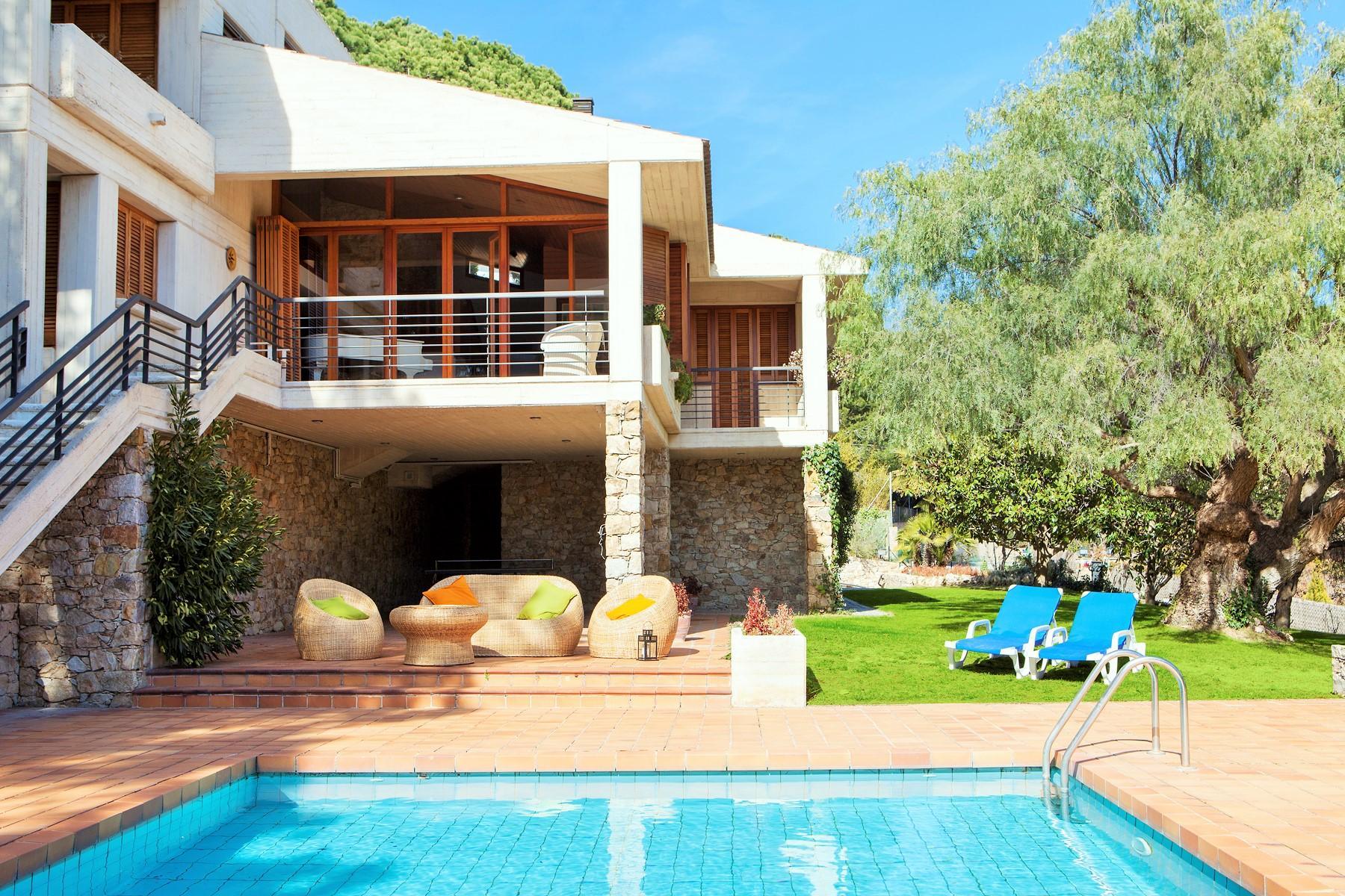 Jardin con piscina y barbacoa piscina ecolgica de sal ms beneficiosa para la salud que la - Casa rural con barbacoa ...