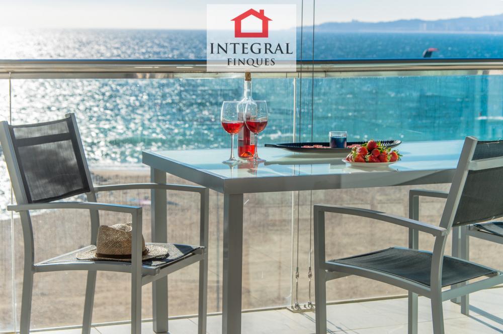 Este apartamento no te va a dejar de sorprender con sus maravillosas vistas a la bahía de Palamós.