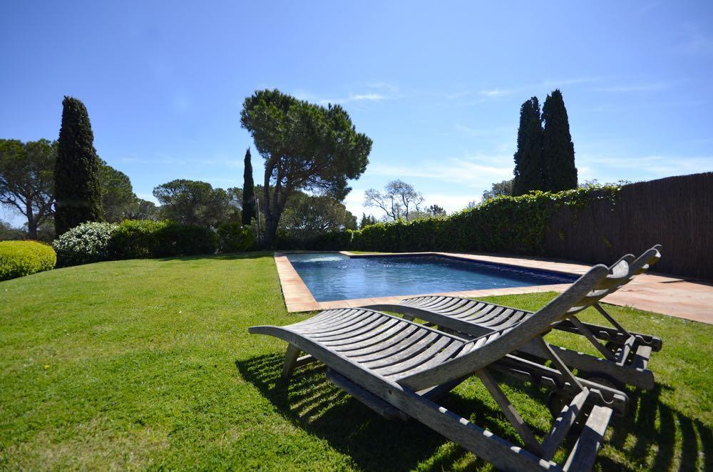Casas de campo con piscina casa de campo villa casas for Piscinas naturales begur