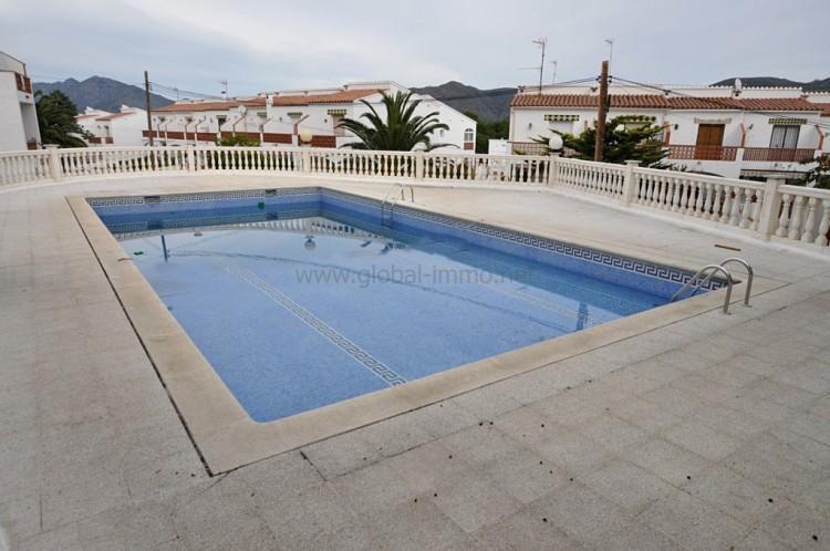Location d 39 appartement saisonnier avec piscine roses for Prix piscine 10m2